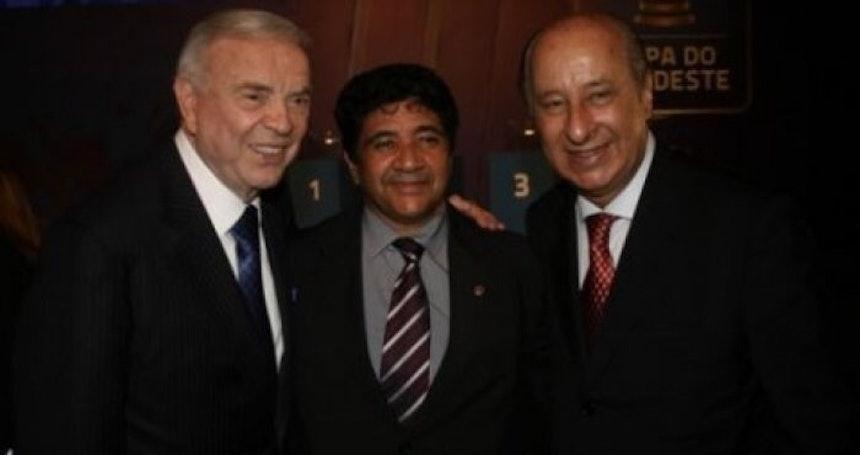 O do meio é o presidente da Federação Baiana de Futebol
