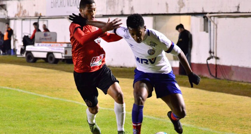 Brasil de Pelotas e Bahia se enfrentaram na noite desta sexta-feira (Foto: Geremias Orlandi/Futura Press)