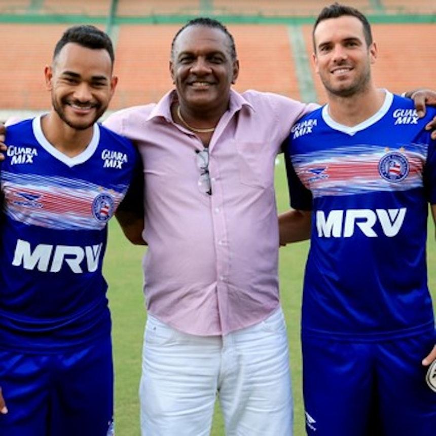 Campeão Brasileiro, ex-zagueiro Claudir acompanhou treino (Foto: Felipe Oliveira / Divulgação / E.C Bahia)