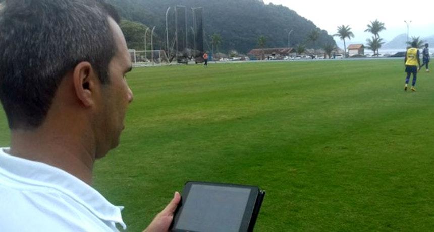 Reverson Pimentel acompanha desempenho físico dos jogadores (Foto: Divulgação / E.C. Bahia)