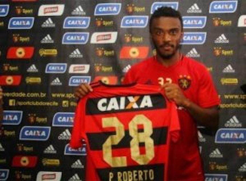 Paulo Roberto, ex-jogador do Bahia, é apresentado no Sport (Foto: Williams Aguiar)