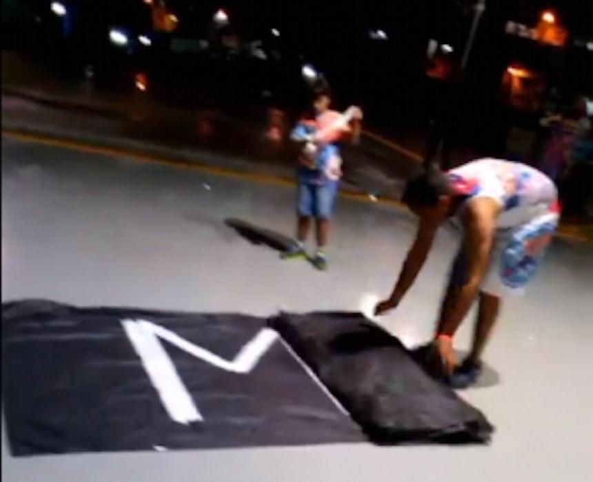 Torcedor do Bahia protesta no jogo entre Bahia e Luverdense
