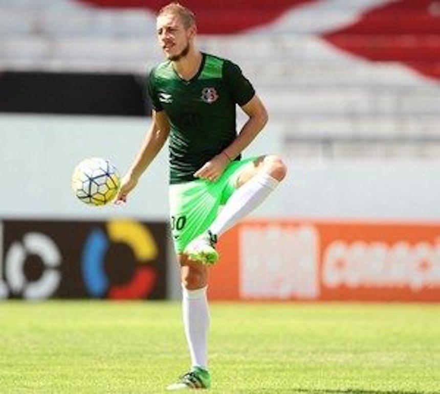 Bahia tem interesse no meia Uillian Correia, do Santa Cruz (Foto: Marlon Costa/ Pernambuco Press)