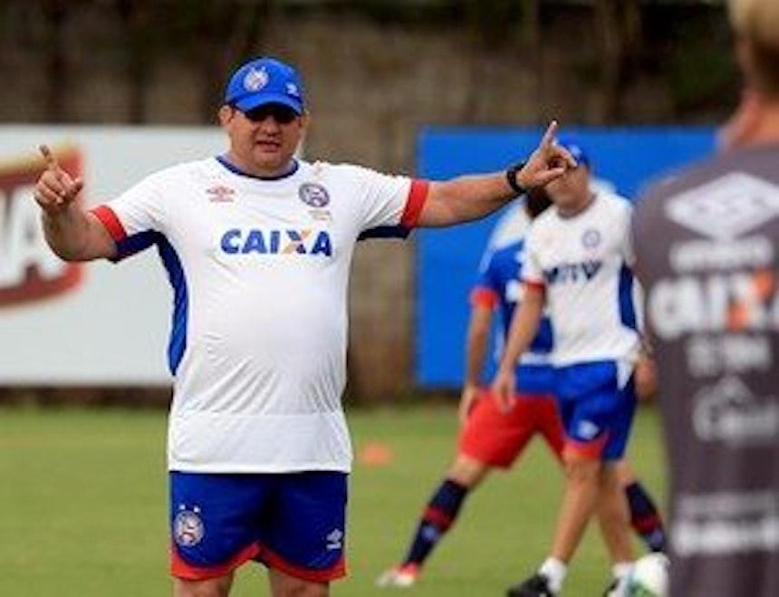 Guto Ferreira comanda treino no Fazendão (Foto: Felipe Oliveira/EC Bahia/Divulgação)