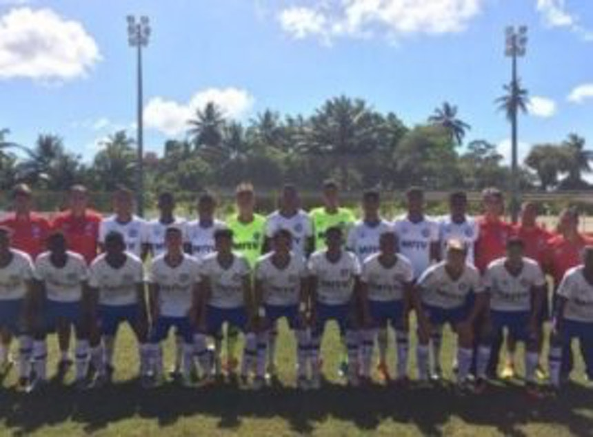 Equipe sub-15 do Bahia venceu o Vitória pelo Campeonato Baiano da categoria (Foto: Divulgação / EC Bahia)