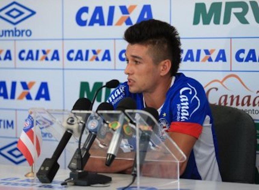 Volante Juninho dá entrevista coletiva (Foto: Felipe Oliveira / Divulgação / EC Bahia)