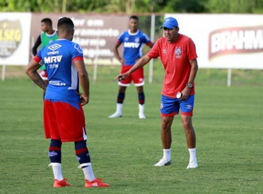 Técnico Aroldo Moreira treina a equipe sub-20 do Bahia (Foto: Felipe Oliveira / Divulgação / EC Bahia)