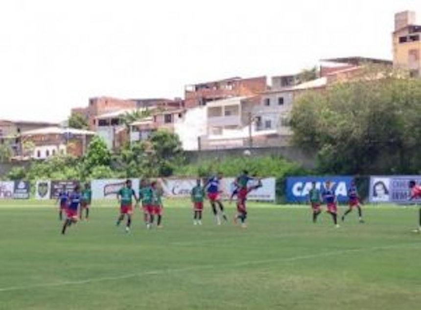 Esquadrãozinho treina para enfrentar o Cruzeiro pela Copa do Brasil Sub-20 (Foto: Ulisses Gama / Bahia Notícias)