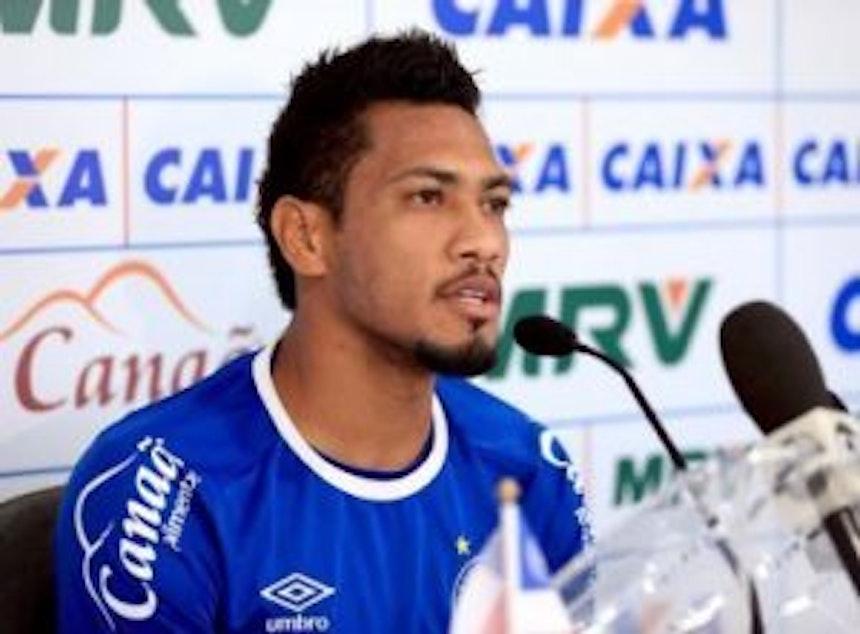 Hernane dá entrevista coletiva (Foto: Felipe Oliveira / Divulgação / EC Bahia)