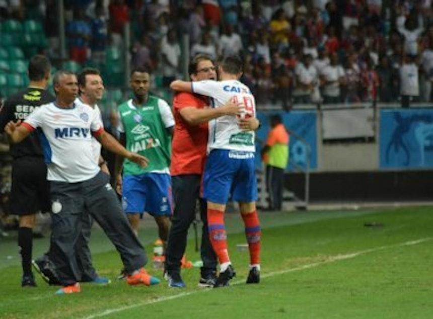 Guto Ferreira comemora gol com Victor Rangel (Foto: Jefferson Peixoto / Ag. Haack / BN)