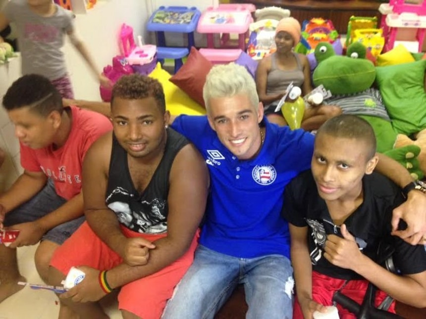 Juninho faz visita ao GACC (Foto: Ulisses Gama / Bahia Notícias)