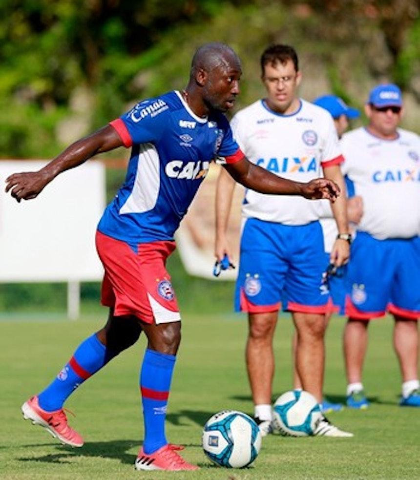 Colombiano Armero em treino do Bahia