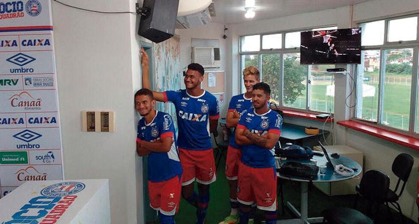 Jogadores do Bahia assistem à coletiva de Kaynan