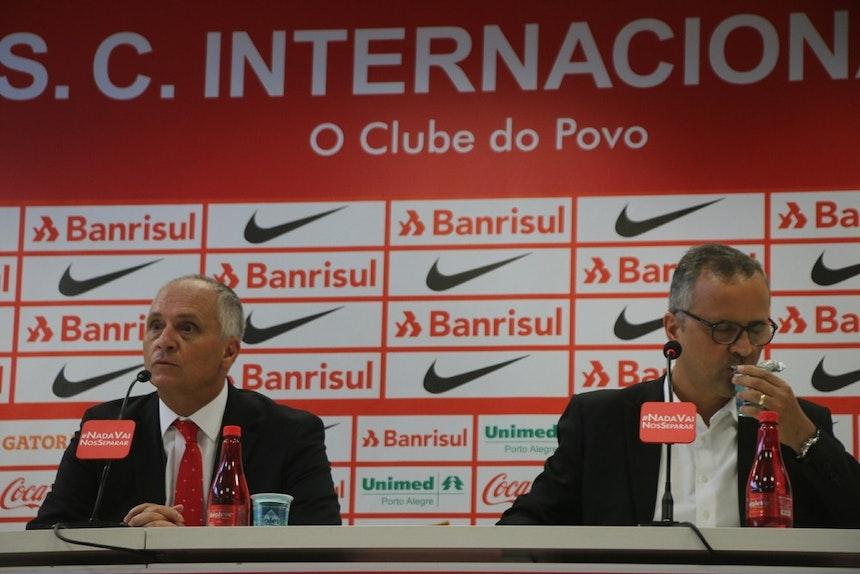 Marcelo Medeiros e Roberto Melo buscam um novo técnico para o Inter (Foto: Tomás Hammes / GloboEsporte.com)