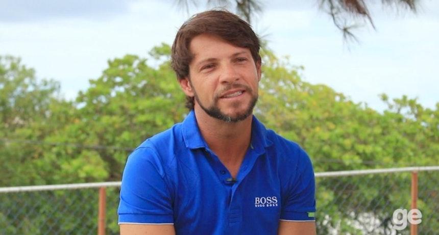 Preto Casagrande conversa com equipe do GloboEsporte.com (Foto: Egi Santana)