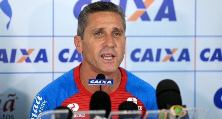 Jorginho falou em dar continudiade ao trabalho de Guto (Foto: Felipe Oliveira / Divulgação / E.C. Bahia)