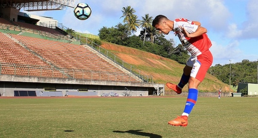 Zagueiro Eder tem a preferência de Jorginho para jogar improvisado na lateral direita (Foto: Felipe Oliveira/EC Bahia)