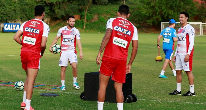 Maikon Leite e Edigar Junio em treino no Fazendão (Foto: Felipe Oliveira / Divulgação / EC Bahia)