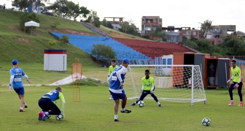 Titular do Sub-20, Cassiano já recebe orientações com base na metodologia do Paredão Tricolor (Foto: Felipe Oliveira / Divulgação / E. C. Bahia)