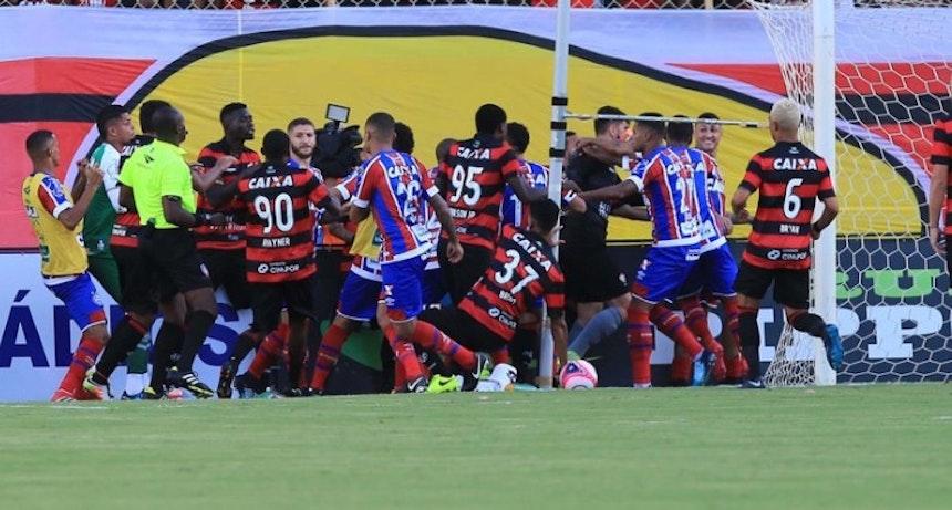Confusão ocorrida em Ba-Vi no Barradão (Foto: Margarida Neide/Ag. A Tarde/Futura Press)